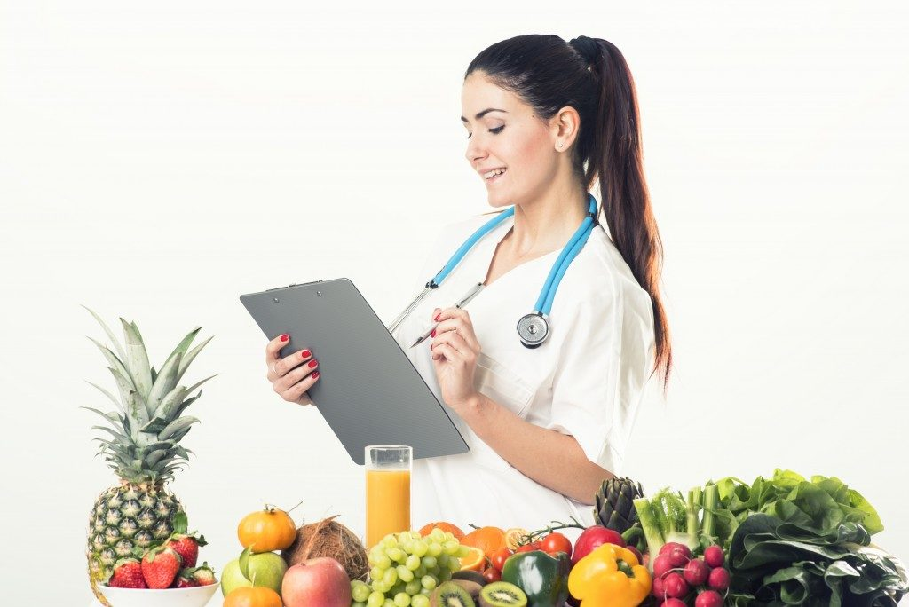 Nutritionist with healthy food