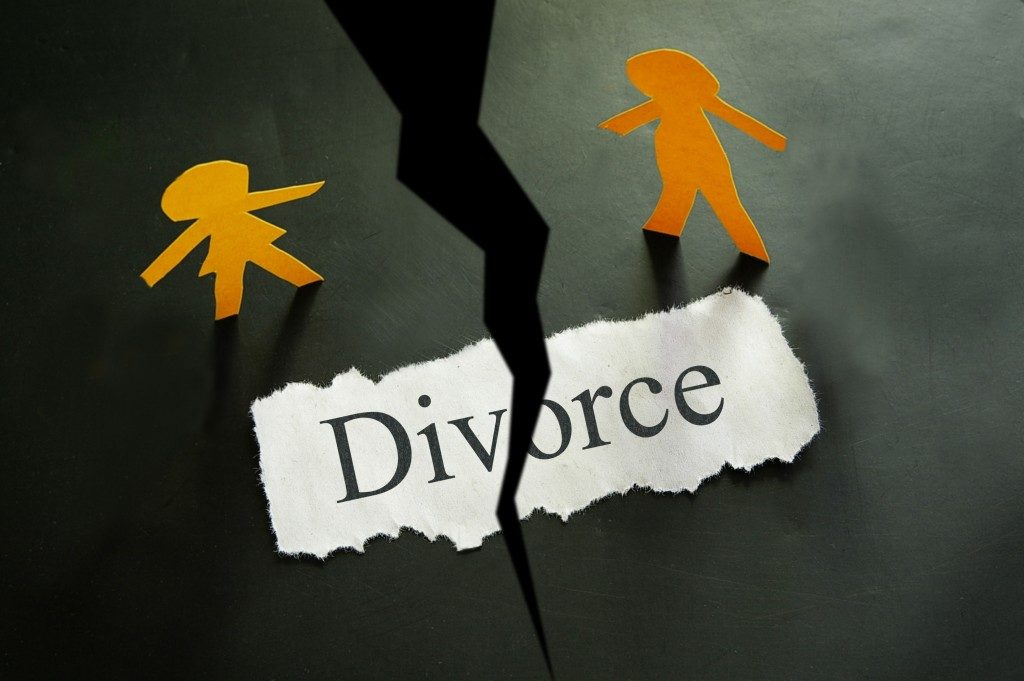 piece of paper with divorce text